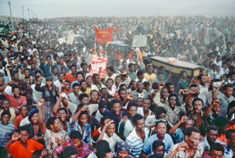 Mourners at a funeral ceremony for those killed by police of the apartheid-regime in Uitenhage (1985)