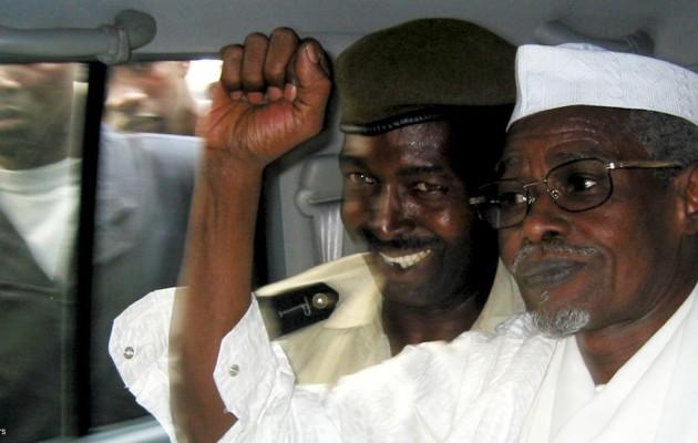 Hissène Habré [rechts im Bild], zu lebenslanger Haft verurteilt